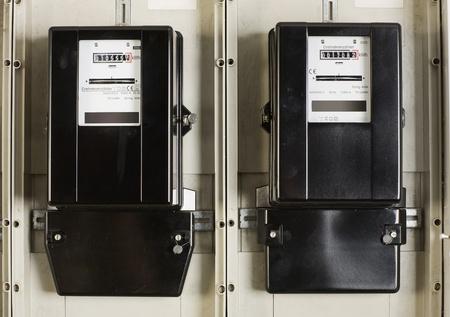 Zwei Wechsel Stromzähler im Keller Standard-Bild - 10472970