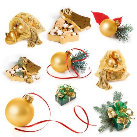 Kerstcadeautjes en decoratie in goud, collectie op een witte achtergrond Stockfoto