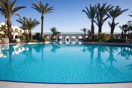 Zwembad op een toeristische trekpleister, Djerba, Tunesië, Afrika Redactioneel