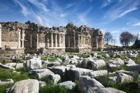 De ruïnes van agora in Side, Bibliotheek, Antalya, Turkije Stockfoto