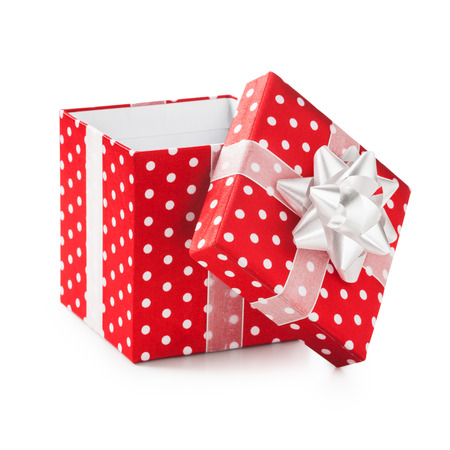 白のドットとリボンの弓オープン赤いギフト ボックス。休日の現在。オブジェクトは、白い背景で隔離。クリッピング パス 写真素材
