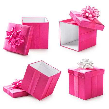 moño rosa: Cajas de regalo de color rosa con arco de la cinta de recogida. Presente de vacaciones. Objetos aislados sobre fondo blanco Foto de archivo