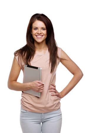 Sch�ne Br�nette Frau l�ssig gekleidet auf einem wei�en Hintergrund isoliert