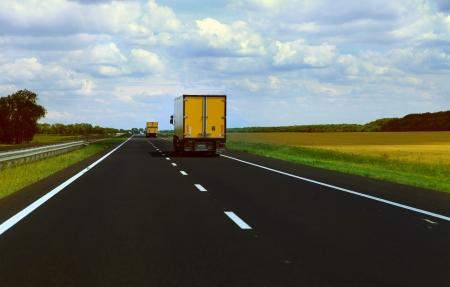 Se déplace suivi des cargaisons sur la route