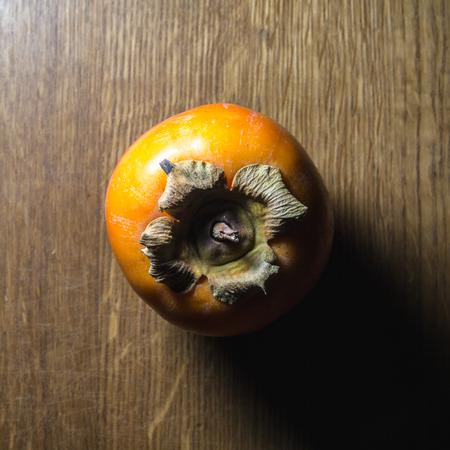 persimmon op tafel
