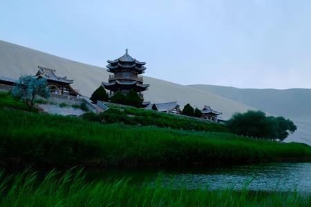 Mingsha Mountain and Crescent Moon Spring 版權商用圖片