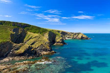 ポート アイザック、コーンウォール、イングランドの近くのコーニッシュの海岸の崖