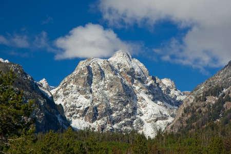 꼭대기가 눈으로 덮인: Snowcapped mountain at Grand Teton National Park, Wyoming, USA 스톡 사진
