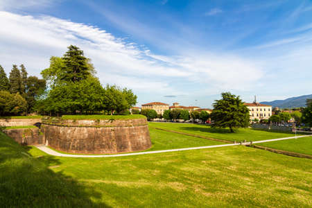 toskana: Historic town wall in Lucca, Tuscany, Italy