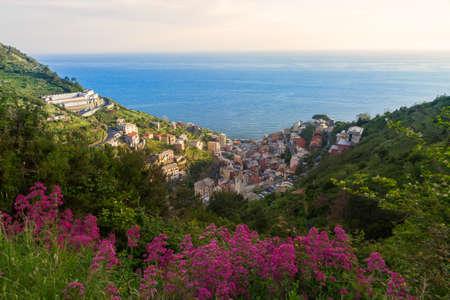 valley view: Manarola vista sulla valle, Cinque Terre, Italia