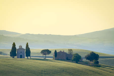 agriturismo: Cappella di Vitaleta, Val dOrcia, Tuscany, Italy Stock Photo
