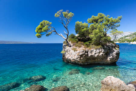 Croatian beach at a sunny day, Brela, Croatia Standard-Bild