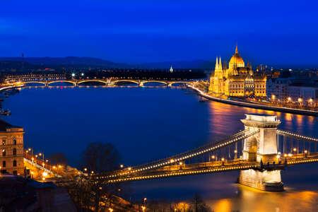 szechenyi: Hora azul en Budapest con Szechenyi Puente de las Cadenas, Hungr�a