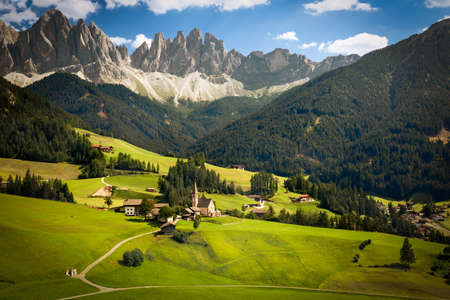 odle: Funes Valley with Geislerspitzen (Gruppo delle Odle), South Tyrol, Italy