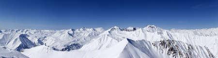 hospedaje: Vista panorámica del paisaje de montaña de las maravillas de invierno hermoso