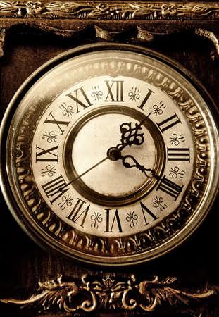 numeros romanos: relojes de época. dial de la antigüedad. Las manos y los números romanos.
