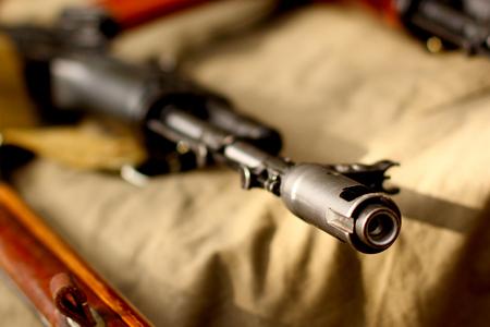 軍の背景に Ak 47 テロ兵器 写真素材