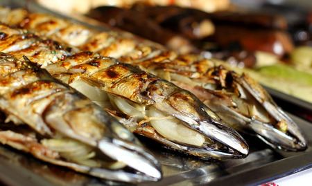 kipper: Smoked sea fish street fast food grill restaurant place on metal try