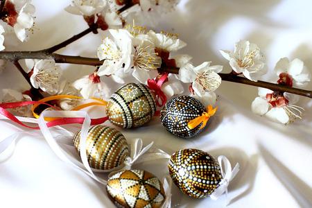 Easter bouquet of spring flowering tree and Easter eggs. 版權商用圖片