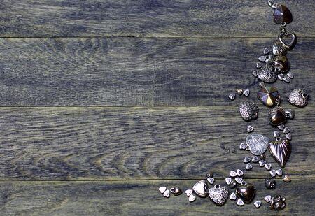 Corner frame border of Hearts beads on dark old wooden background. Love card for Valentine's day. Concept with big copyspase for hand made crafts or DIY illustration. 版權商用圖片 - 71383493