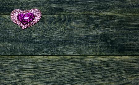 Shine plastic hearts on old dark  wooden background. Love card for Valentine's day. Concept with big copyspase for hand crafts or DIY illustration. 版權商用圖片 - 72185838