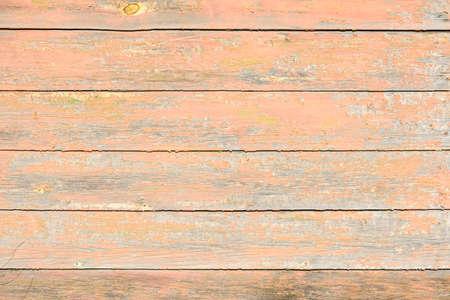 pintura vieja, descascarada en tablas de madera, craquelado