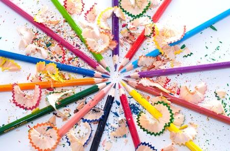 color�: Crayon de couleur arc-en-tant dans le cercle