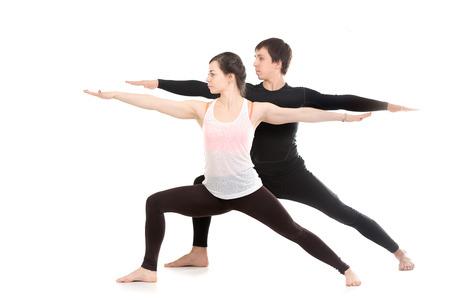39164125 - Dos personas que practican yoga deportivo con la pareja 49769173f189