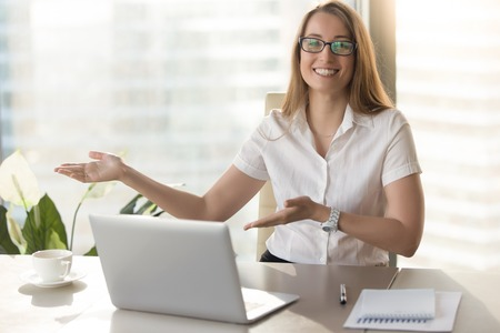 Smiling secretary welcomes guests in office. Friendly receptionist invites visitors on business meeting. Happy businesswoman glad to see colleagues or partners and invites to sit down with gestures Banco de Imagens