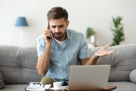 Angry man talking on phone disputing over computer laptop problem, stressed unsatisfied impatient customer arguing by mobile solving online difficulty with technical support complain on bad service Imagens - 116534828