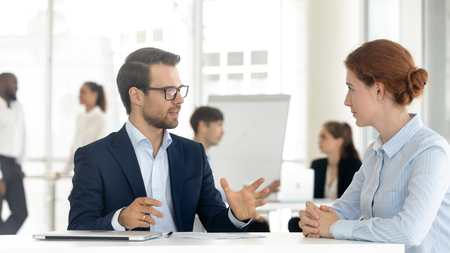 Male mentor insurance broker or bank manager consulting client making business offer at meeting, salesman insurer speaking sell services talking with customer explaining loan deal benefits in office Banque d'images - 122245731