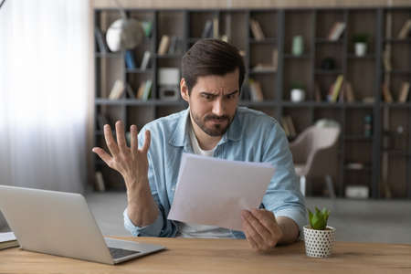 Unhappy man received bad unexpected news in letter, having problem with bank, eviction or dismissal, notice, loss money or debt, shocked businessman reading notification, working with correspondence 版權商用圖片