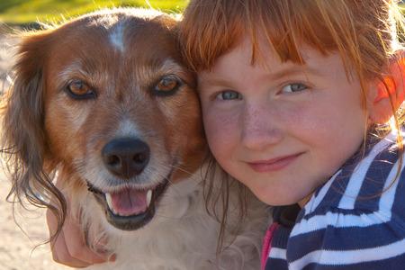 red headed girl hugging red haired dog Imagens - 28325072