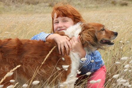 red headed girl hugging red haired dog Imagens - 28325090