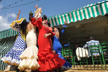 flemish: SEVILLE, SPAIN, APRIL FAIR Gypsy dancing at the fair Seviila Editorial