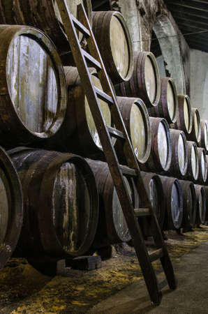 Old barrels for Whisky or wine with wooden step ladders Banque d'images