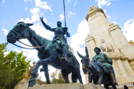 don quijote: Estatua de Don Quijote y Sancho Panza en Madrid. Foto de archivo