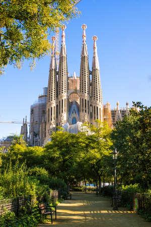 barcelone: La Sagrada Familia, la cath�drale con�ue par l'architecte Gaudi, qui est construit depuis 1882 et n'a pas fini Banque d'images