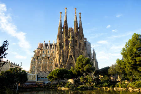 BARCELONA, SPAIN - NOVEMBER 18: La Sagrada Familia, the cathedral designed by architect Gaudi, which is being build since 1882 and is not finished on November 18, 2015 in Barcelona, Spain. Éditoriale