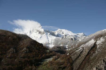 mountain with snow in picos da europa Stock Photo - 675751