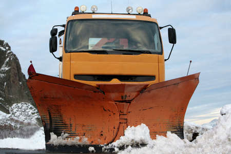 flatten: vehicle to clean the snow