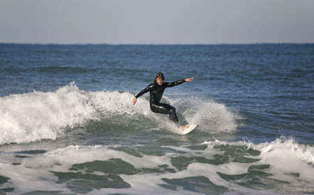 recreate: surfer making a Forehand Cutback