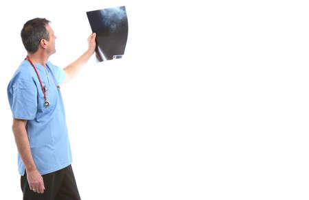 Arzt schaut auf einen xray in einem weißen Hintergrund Standard-Bild - 10475483