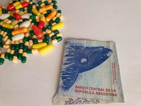 Argentine banknote of 200 pesos, capsules and medicine pills