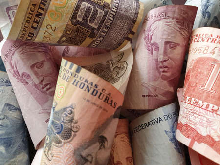 approach to honduran banknotes and brazilian money
