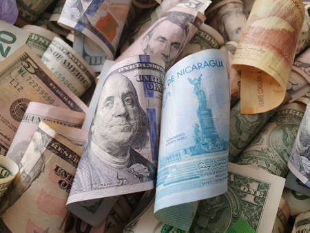 approach to American dollar bills and Nicaraguan banknotes