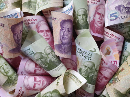 chinese banknotes and mexican bills of different denominations Stockfoto