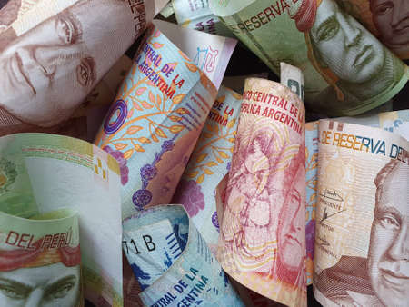 approach to Argentine banknotes and peruvian money Stockfoto