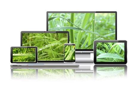 Laptop, Tablet-PC, Handy, TV und Navigator mit der Natur Tapeten sind in der Abbildung dargestellt Standard-Bild - 18690691
