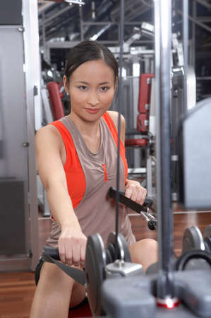 tanktop: Woman exercising in the gym LANG_EVOIMAGES